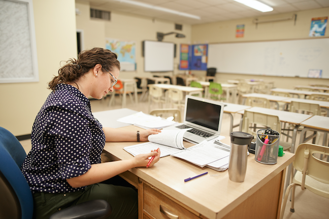 Parents are giving teachers and principals high marks during school closures but those same educators fear online learning is not reaching all students. (GettyImages.com/AJ_Watt)
