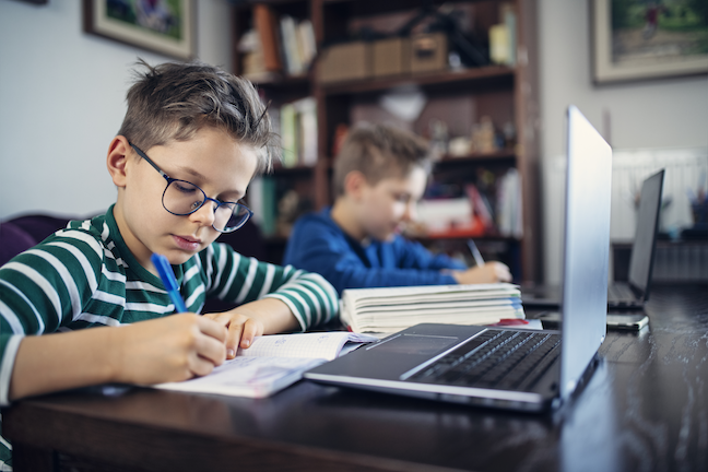 Online learning will continue for students in several large school districts due to spiking coronavirus outbreaks in their regions. (GettyImages/Imgorthand)