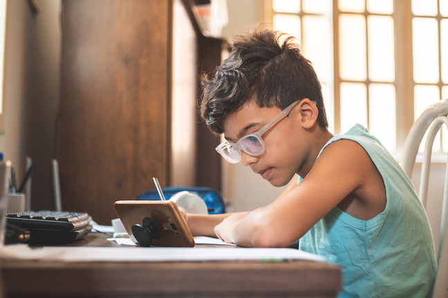 One in five Virginia students—both K-12 and college—lack either high-speed internet or a computer in the home, according to theState Council of Higher Education for Virginia. (GettyImages/Pollyana Ventura)