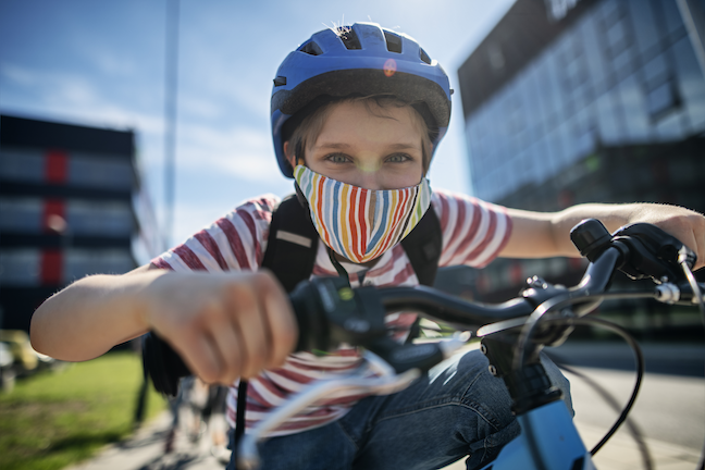 One-third of U.S. parents think the streets around their schools are too dangerous for walking or cycling, while 63% remained concerned about air quality and road safety, according to a UNICEF survey. (GettyImages/Imgorthand)