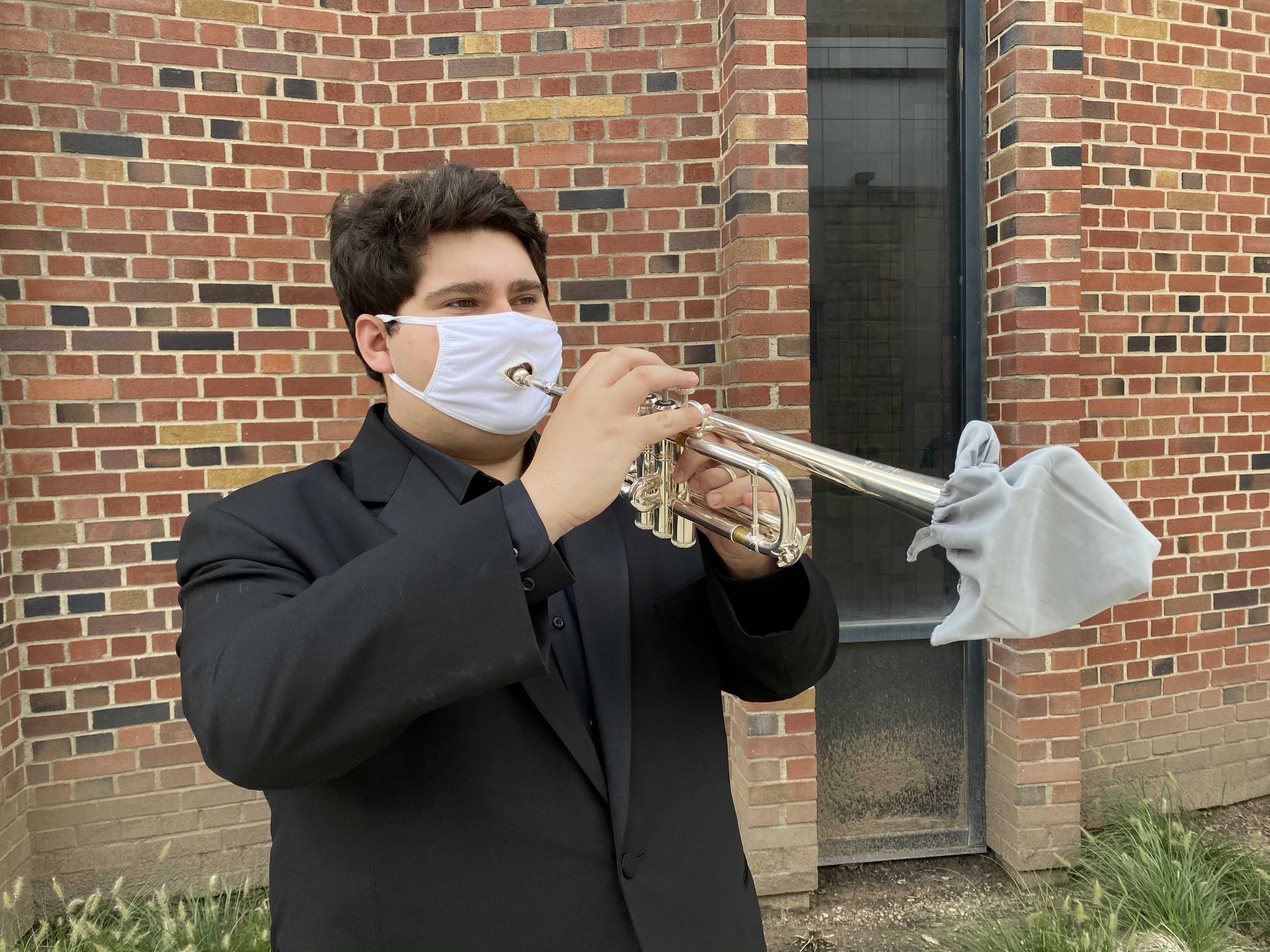 Tom Trumpet with Mask