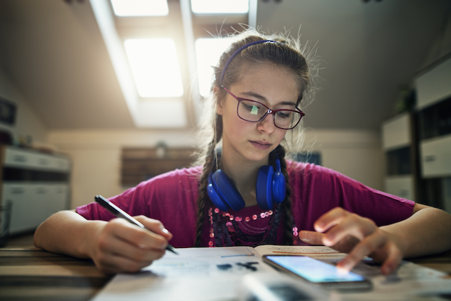 Smartphones do not provide sufficient connectivity for students to do homework and participate in other educational activities, experts say. (GettyImages/Imgorthand)